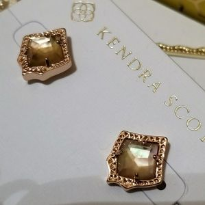 Kendra Scott Jewelry - NWT KENDRA SCOTT STUD EARRINGS